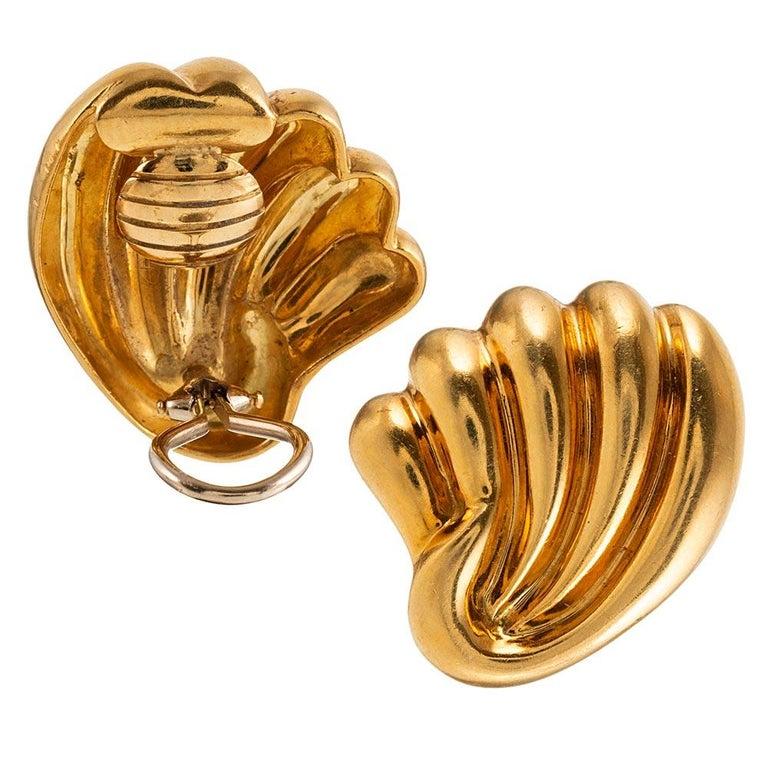 Women's Midcentury Golden Shell Motif Earrings For Sale
