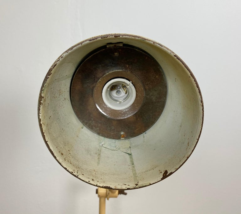 Iron Midcentury Beige Industrial Table Lamp, 1960s For Sale