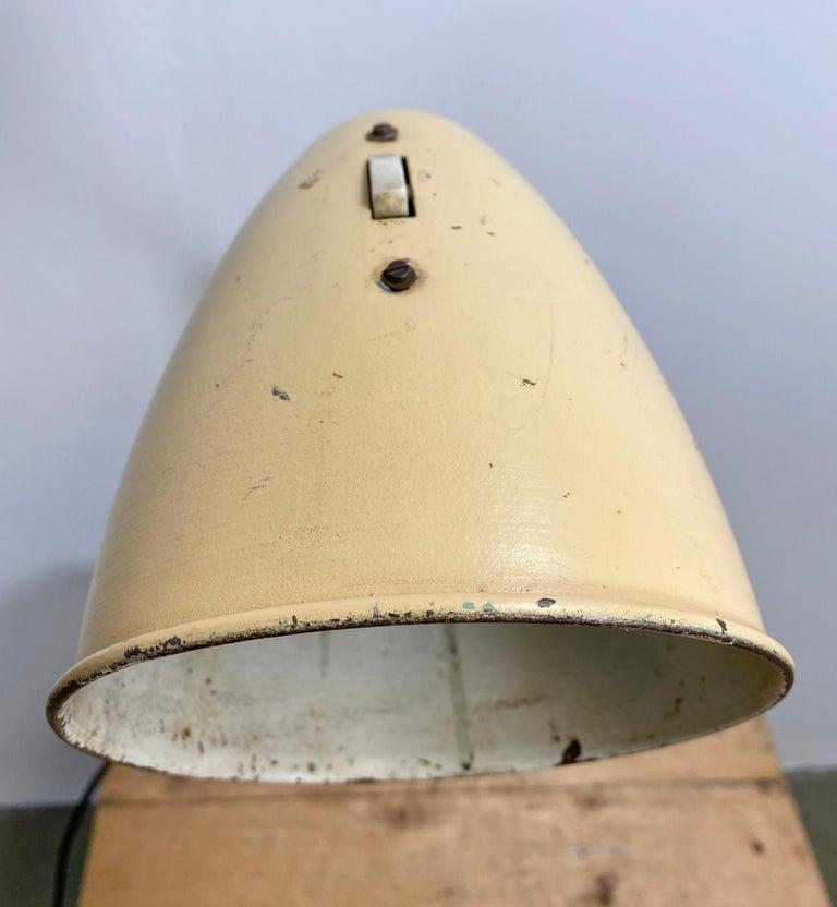 Midcentury Beige Industrial Table Lamp, 1960s For Sale 1