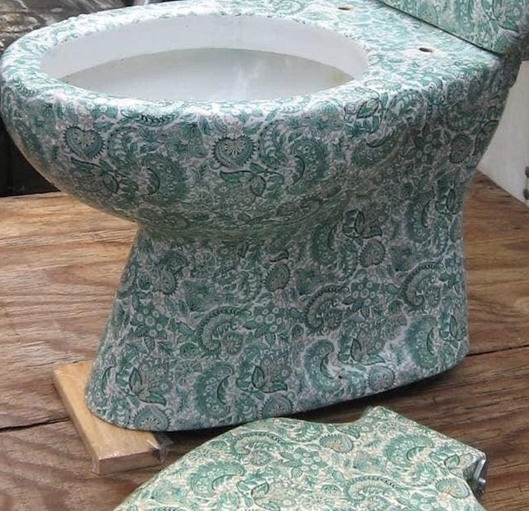 Midcentury Hand Painted Richard Ginori Porcelain Commode, Toilet, Water Closet In Fair Condition For Sale In Brooklyn, NY