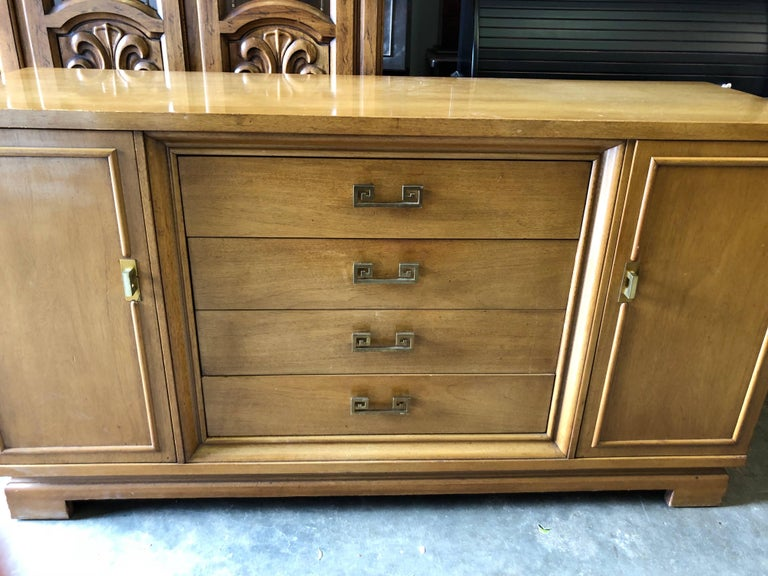 Mid Century Bernhardt Credenza or Dresser with Greek Key Handles In Good Condition For Sale In Redding, CT