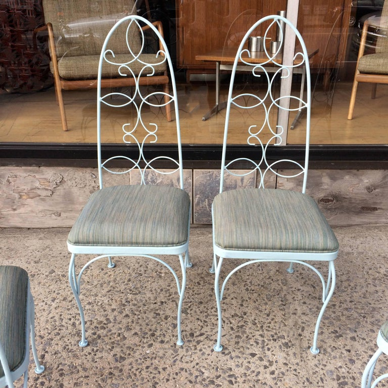 Mid Century High Back Wrought Iron Patio Garden Dining Chair Set In Excellent Condition For Sale In Brooklyn, NY