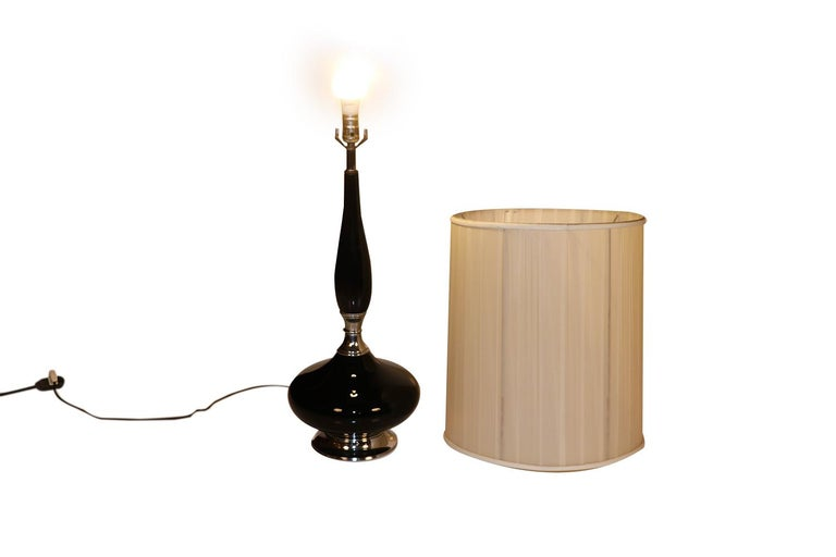 Midcentury Hollywood Regency Black Ceramic Chrome Table Lamp For Sale 1