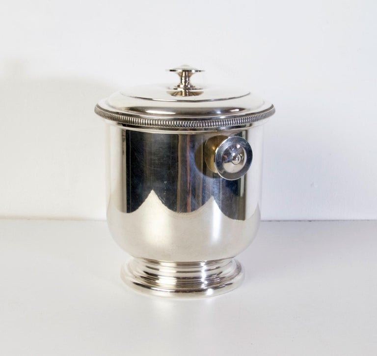 An elegant Classic ice bucket with lid by Macabo Milano, Italy in silver guilt metal. Stamped Macabo in the bottom.