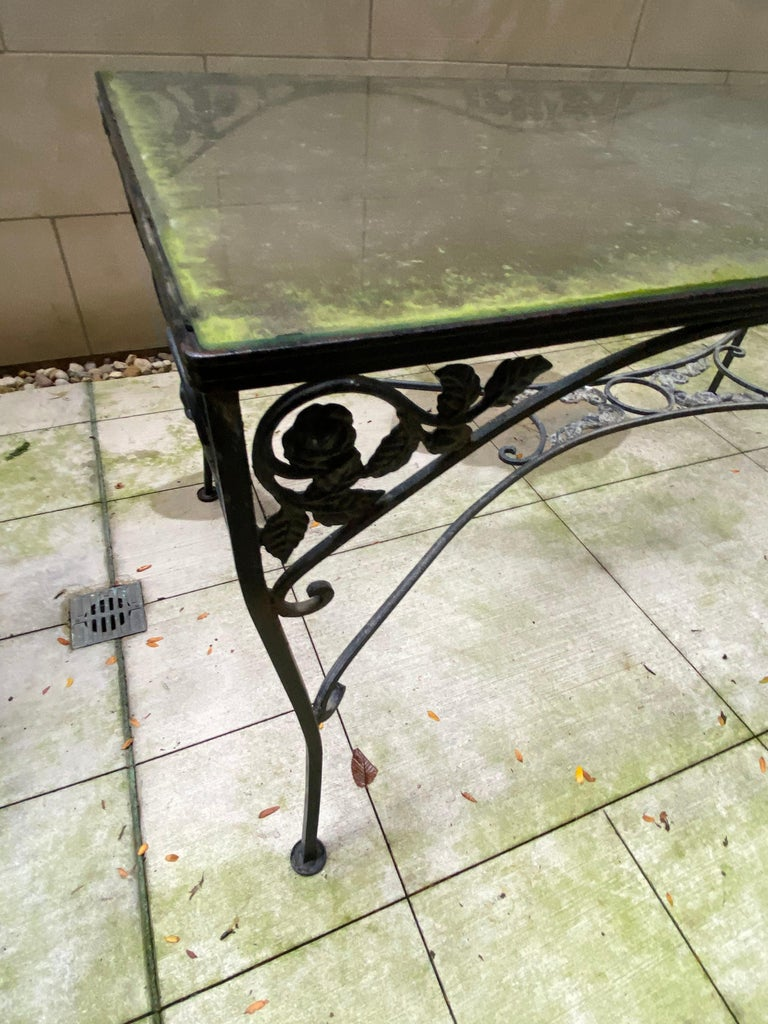 Midcentury Iron and Glass Outdoor Dining Table and 4 Chairs In Good Condition For Sale In Chicago, IL