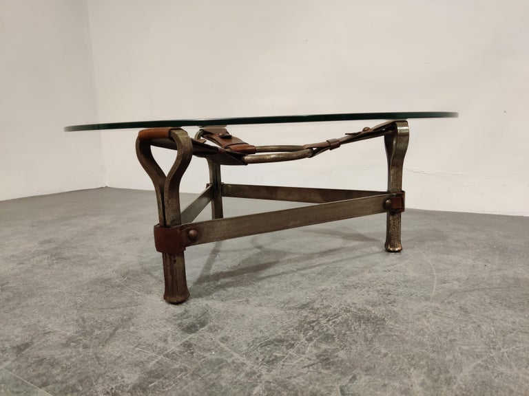 Midcentury Iron and Leather Coffee Table by Jacques Adnet, 1960s In Good Condition For Sale In Ottenburg, BE