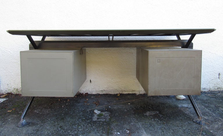 Midcentury Italian Arco Desk by BBPR for Olivetti Synthesis In Good Condition For Sale In Brooklyn, NY