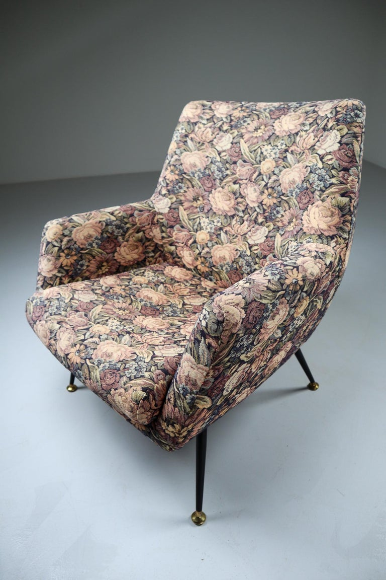 Midcentury Italian Armchair in Original Wool Flower Fabric, 1950s For Sale 5