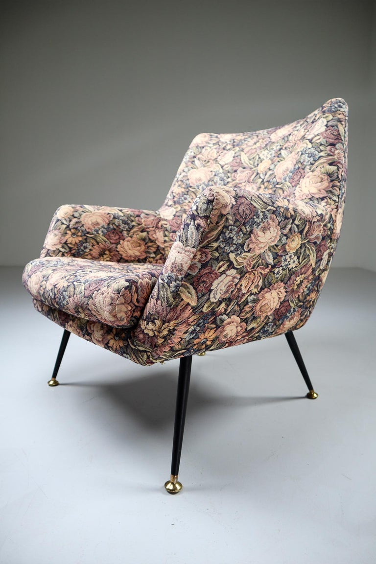 Midcentury Italian Armchair in Original Wool Flower Fabric, 1950s In Good Condition For Sale In Almelo, NL
