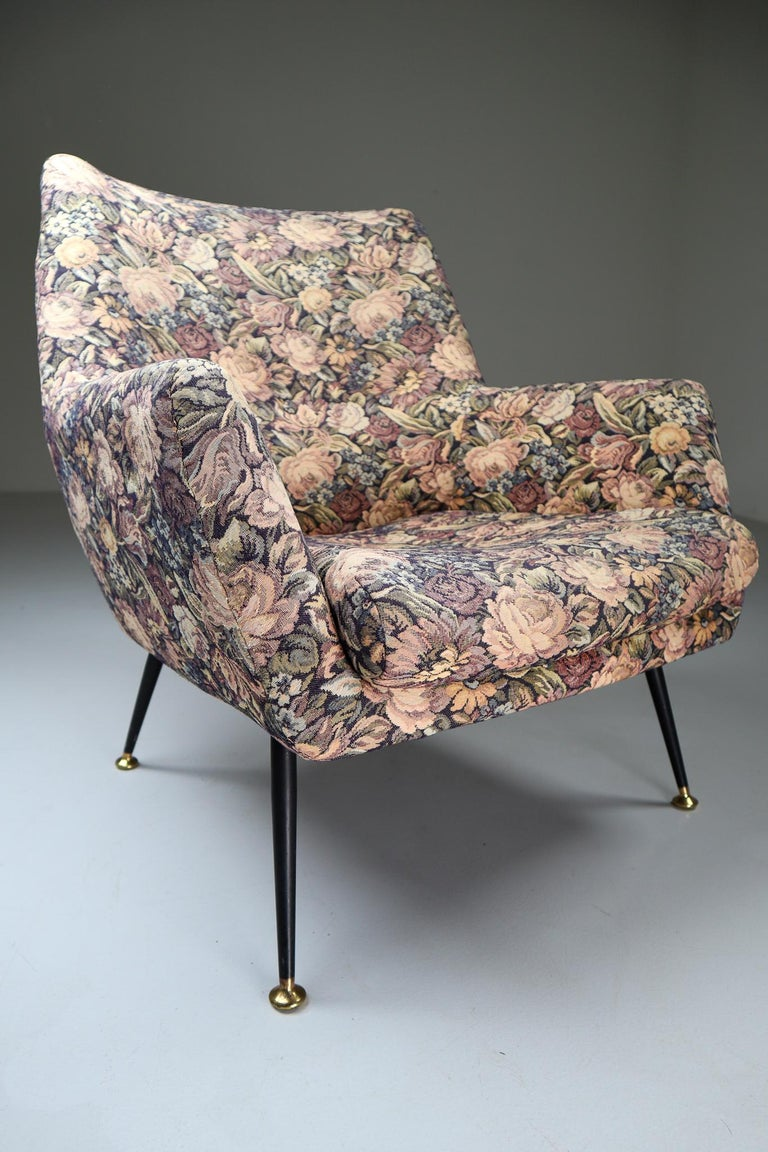 Midcentury Italian Armchair in Original Wool Flower Fabric, 1950s For Sale 2