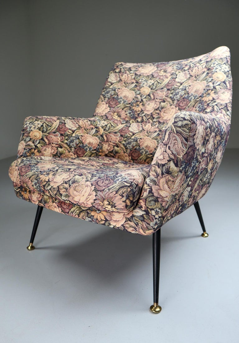Midcentury Italian Armchair in Original Wool Flower Fabric, 1950s For Sale 4