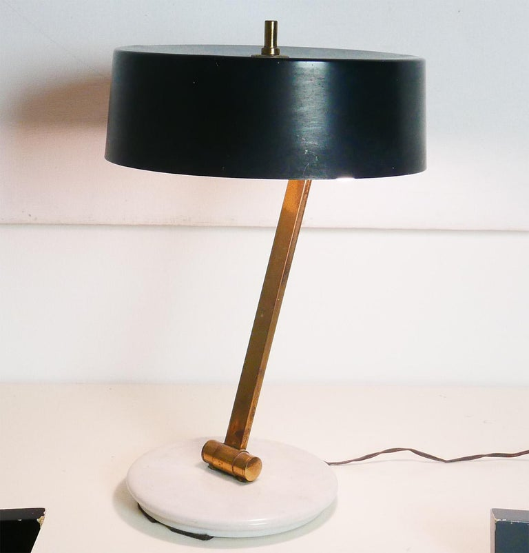 Lacquered Midcentury Italian Arredoluce Black and Brass Adjustable Table Lamp, Italy, 1950 For Sale