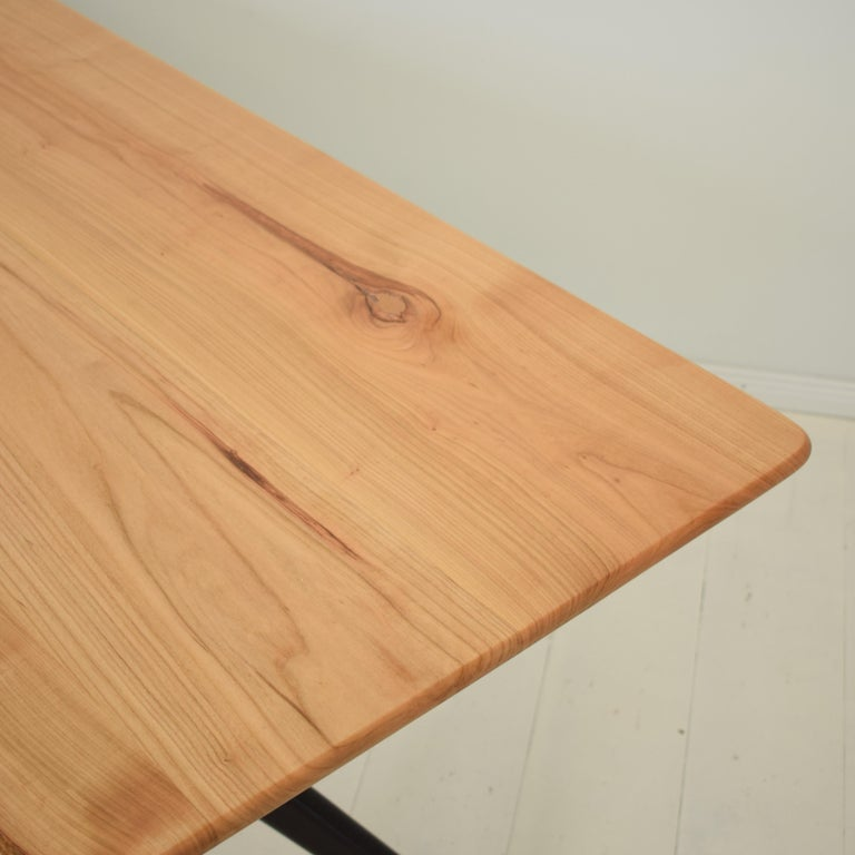 Midcentury Italian Black and Cherrywood Dining Table Style of Ico Parisi For Sale 3
