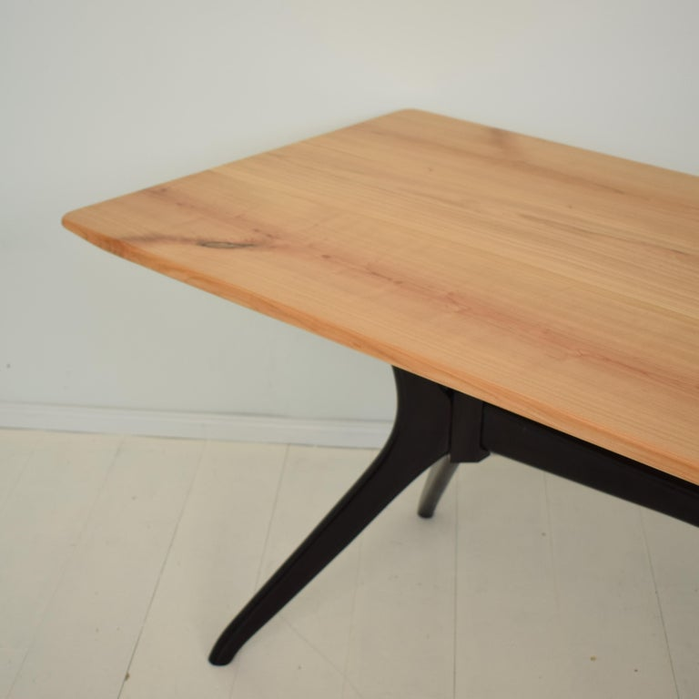 Midcentury Italian Black and Cherrywood Dining Table Style of Ico Parisi For Sale 4