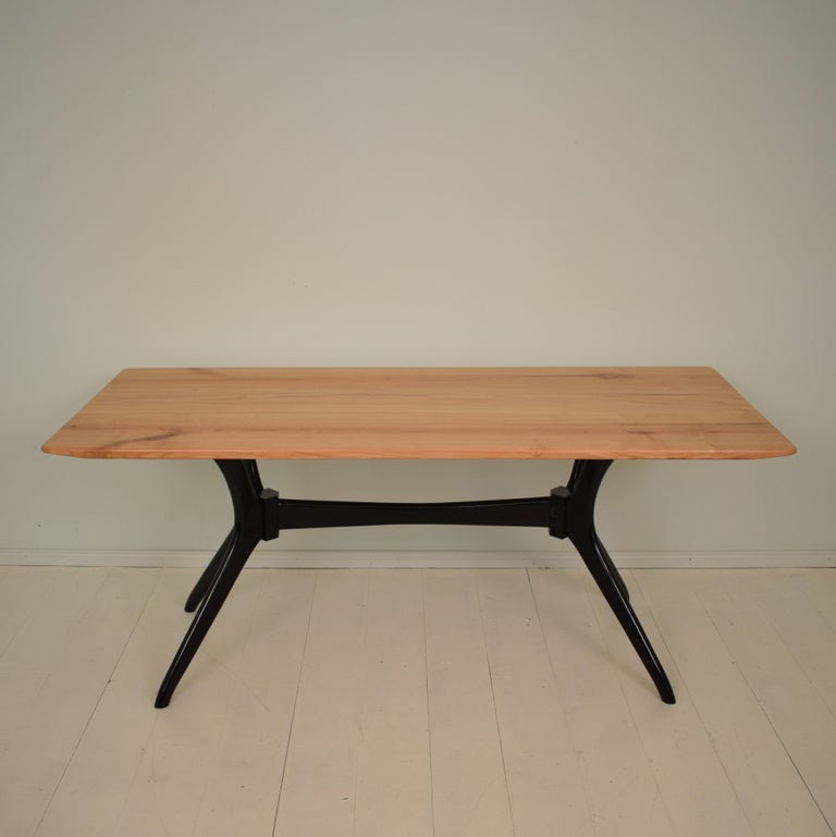 Midcentury Italian Black and Cherrywood Dining Table Style of Ico Parisi In Good Condition For Sale In Berlin, DE