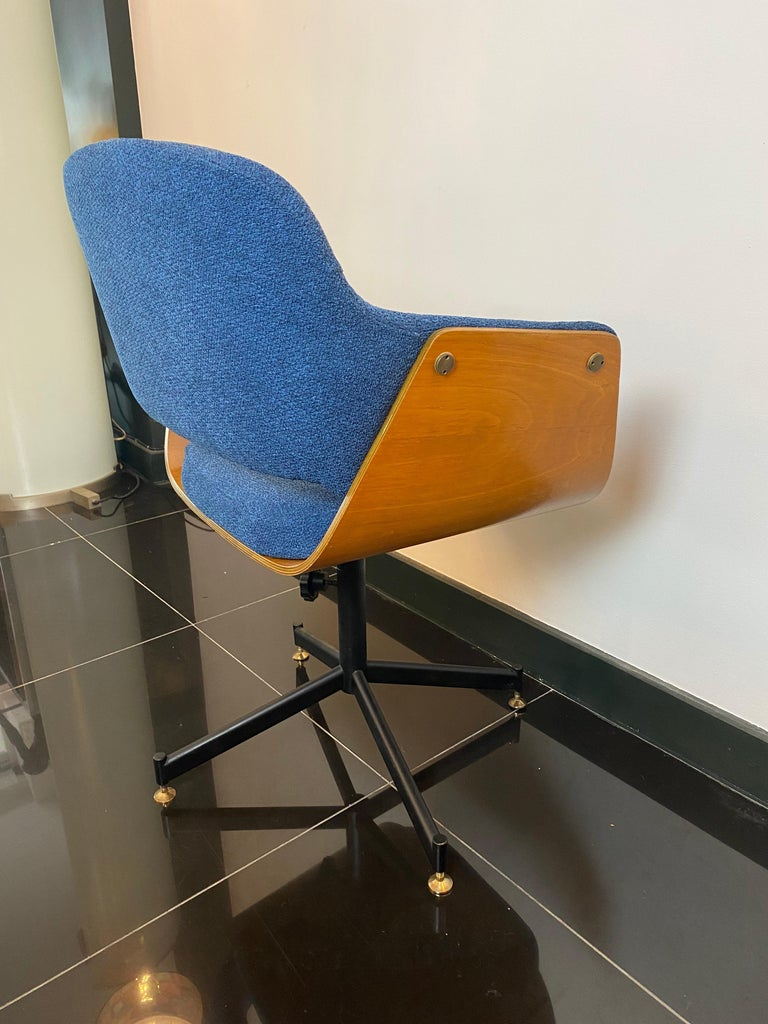 1950s Italian height adjustable swivel desk chair by Carlo Ratti in bent plywood with original upholstery.