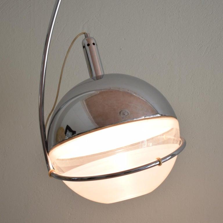 Late 20th Century Midcentury Italian Chrome and White Floor Lamp Focus by Fabio Lenci for Guzzini