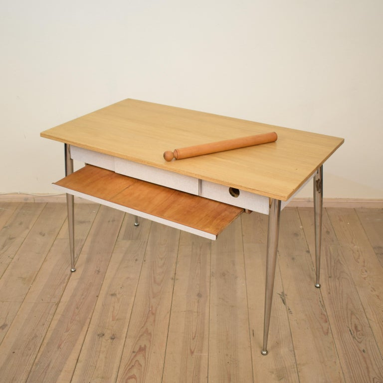 Midcentury Italian Formica Kitchen Pasta Table with Tapered Chrome Legs, 1950 In Good Condition For Sale In Berlin, DE