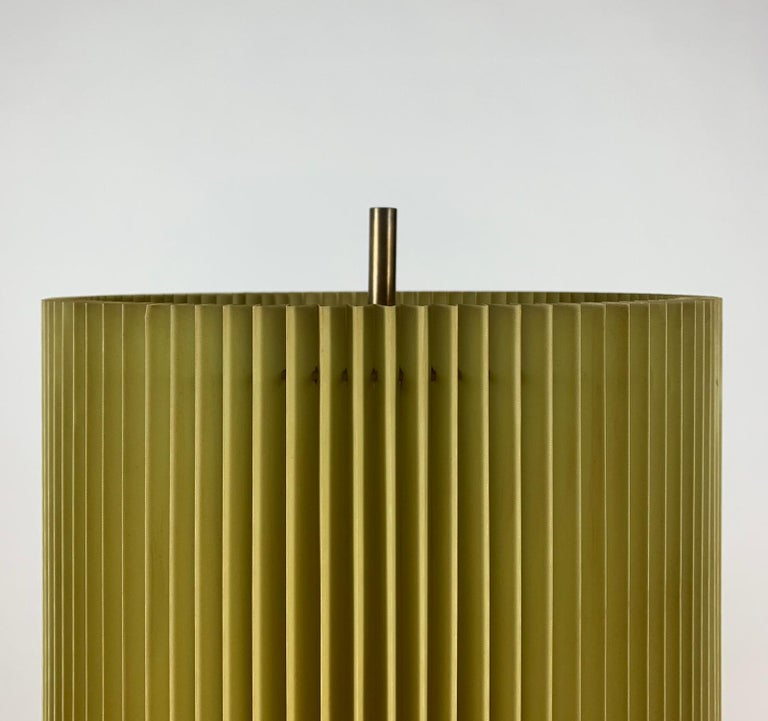 Midcentury Italian Metal Brass-Plated Lime Green Lampshade Floor Lamp 10
