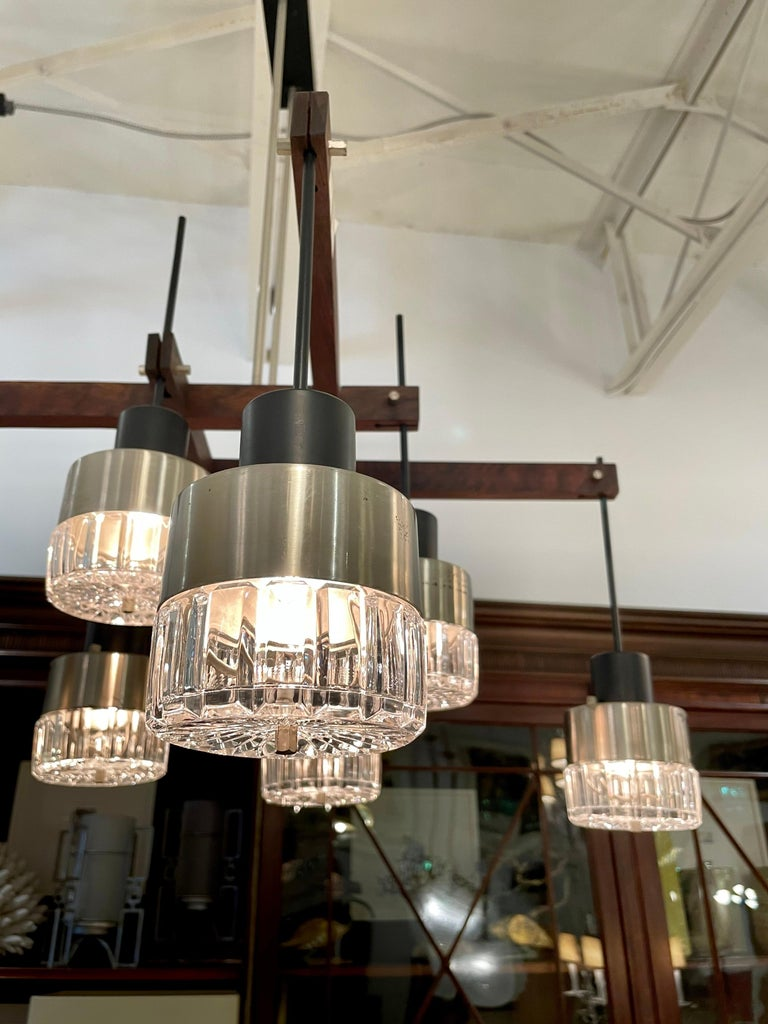 Mid-Century Modern Mid-Century Italian Modern & Sculptural 8-Light Chandelier For Sale