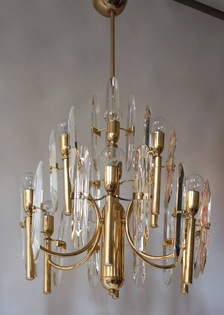 Italian Sciolari chandelier with brass base frame surrounded by crystal glass pieces. Glass pieces removable for easy transport. Measures: Diameter 50 cm. Height 95 cm.