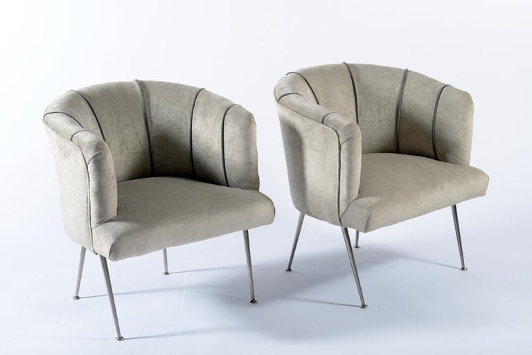 Pair of small armchairs with a semi-moon curved skirt, thin legs in chromed metal ending with a chrome-plated metal disc. The seats were newly covered with beige velvet and profiles with trimmings of a darker shade of beige. Italy Mid-Century