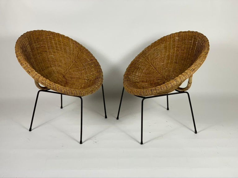 Pair of Italian armchairs in the shape of a