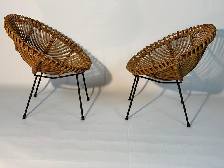 Midcentury Italian Rattan Bamboo 2 Armchairs and Side Table Black Metal Leggs In Good Condition For Sale In Firenze, IT