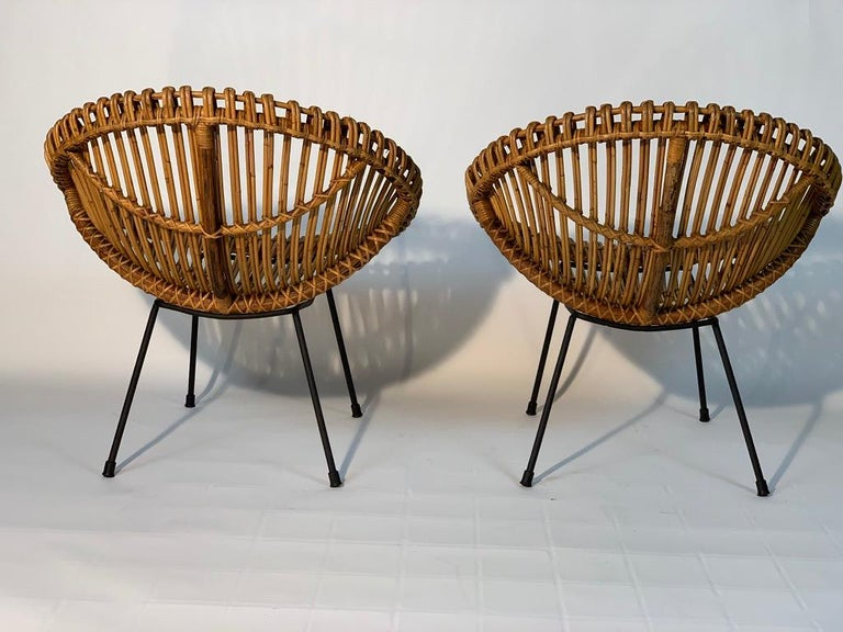 Midcentury Italian Rattan Bamboo 2 Armchairs and Side Table Black Metal Leggs For Sale 1