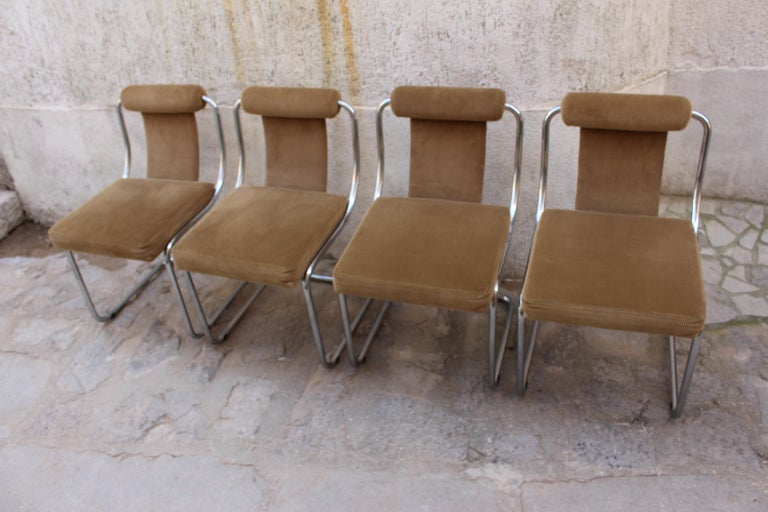 Mid Century Italian Set of Four Chairs In Good Condition For Sale In Los Angeles, CA