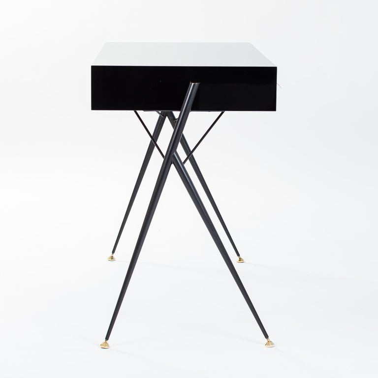 Midcentury Italian Small Writing Desk Black Lacquer, Brass by Silvio Cavatorta In Good Condition For Sale In Salzburg, AT