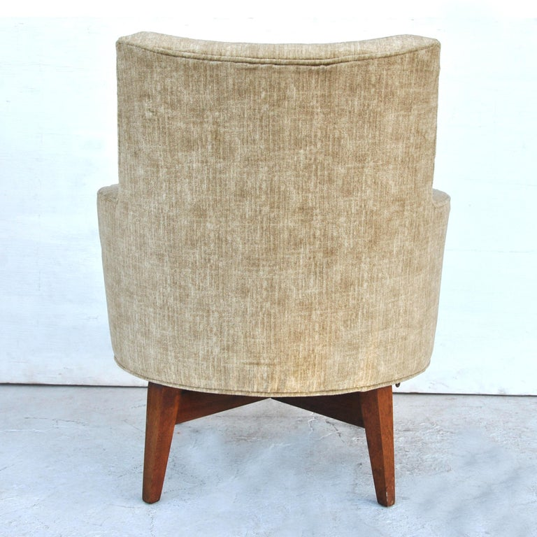 American Midcentury Jens Risom Style Swivel Lounge Chair For Sale