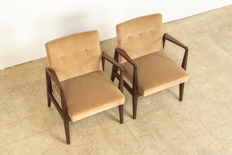 Mid-Century Modern Midcentury Jens Risom Walnut Wood and Upholstered Lounge Armchairs, a Pair For Sale