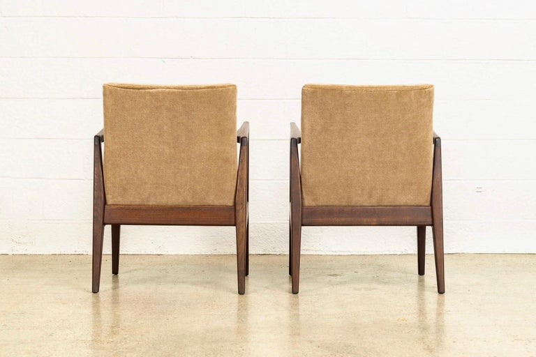 Mid-20th Century Midcentury Jens Risom Walnut Wood and Upholstered Lounge Armchairs, a Pair For Sale