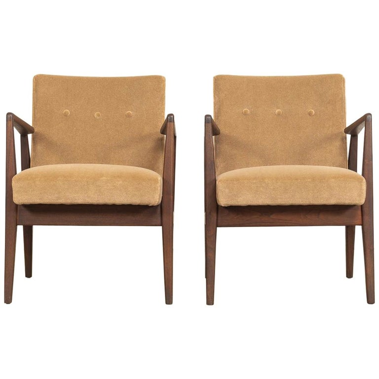 Midcentury Jens Risom Walnut Wood and Upholstered Lounge Armchairs, a Pair For Sale