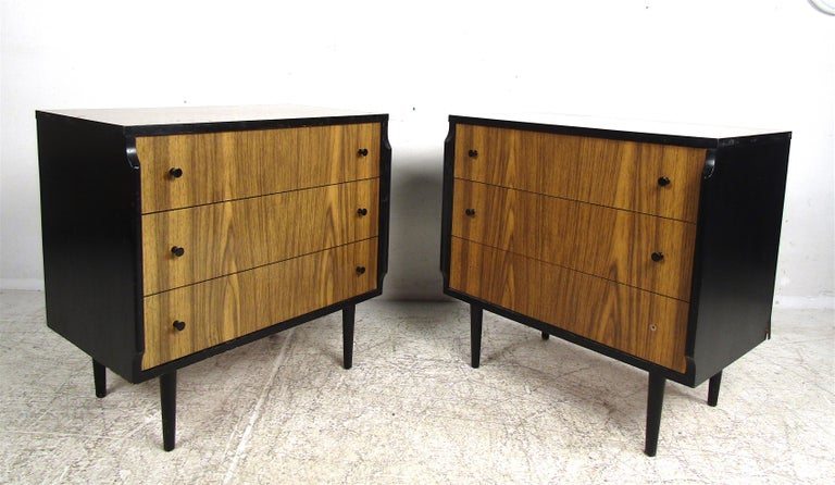 This wonderful vintage modern set features a headboard, desk, and two matching chests of drawers. A wild desk with an unusual shape and a spoked headboard adds to the allure. The pair of chests offer plenty of storage space within their three hefty