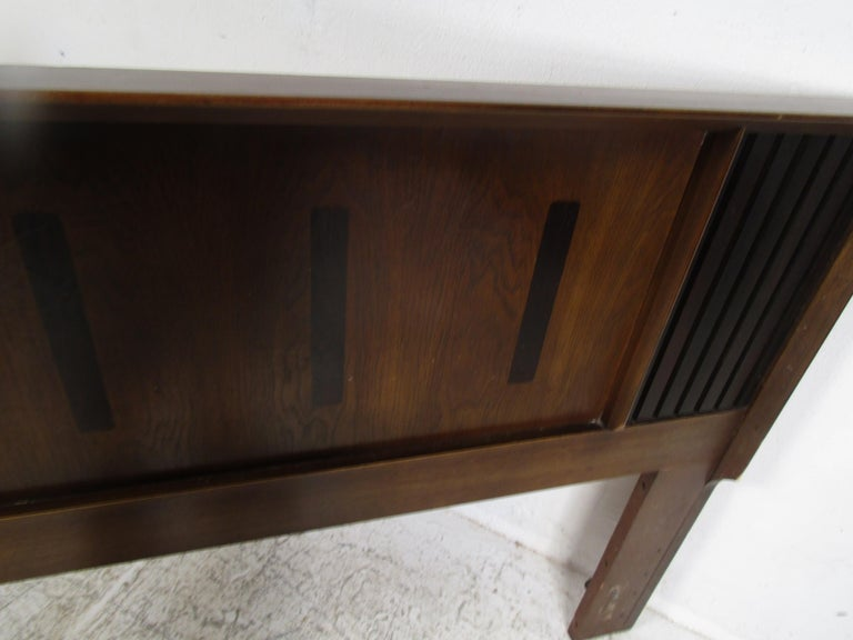 Midcentury King Size Lane Walnut and Rosewood Headboard For Sale 5