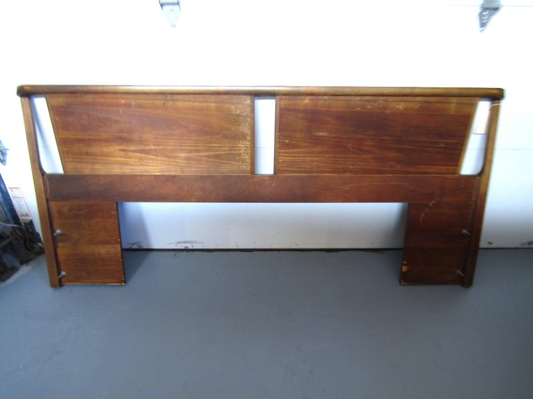 Midcentury King Size Walnut Head Board In Good Condition For Sale In Brooklyn, NY