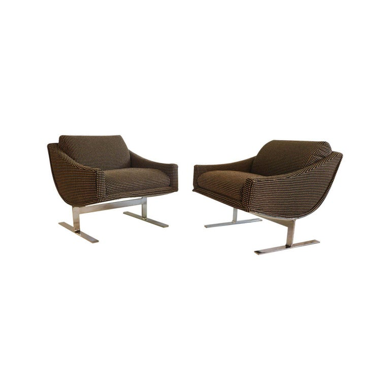 """A stunning pair of Mid-Century Modern 1960s """"Arc"""" lounge chairs designed by Kipp Stewart for Directional furniture. An exceptional pair, both for their form and quality. The pair embodies the whimsical fervor of the period, from 1960s. Featuring a"""