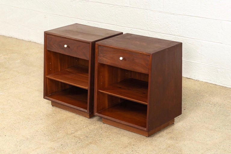 Midcentury Kipp Stewart for Drexel Declaration Wood Nightstand Tables, a Pair In Good Condition For Sale In Detroit, MI