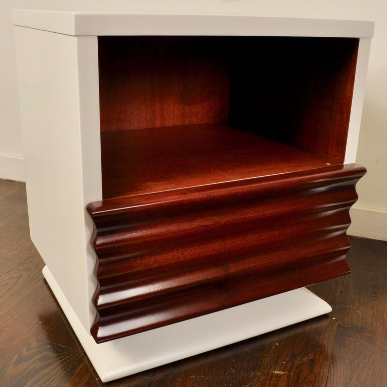 Midcentury Lacquered Nightstands by Vanleigh Furniture In Good Condition For Sale In New London, CT
