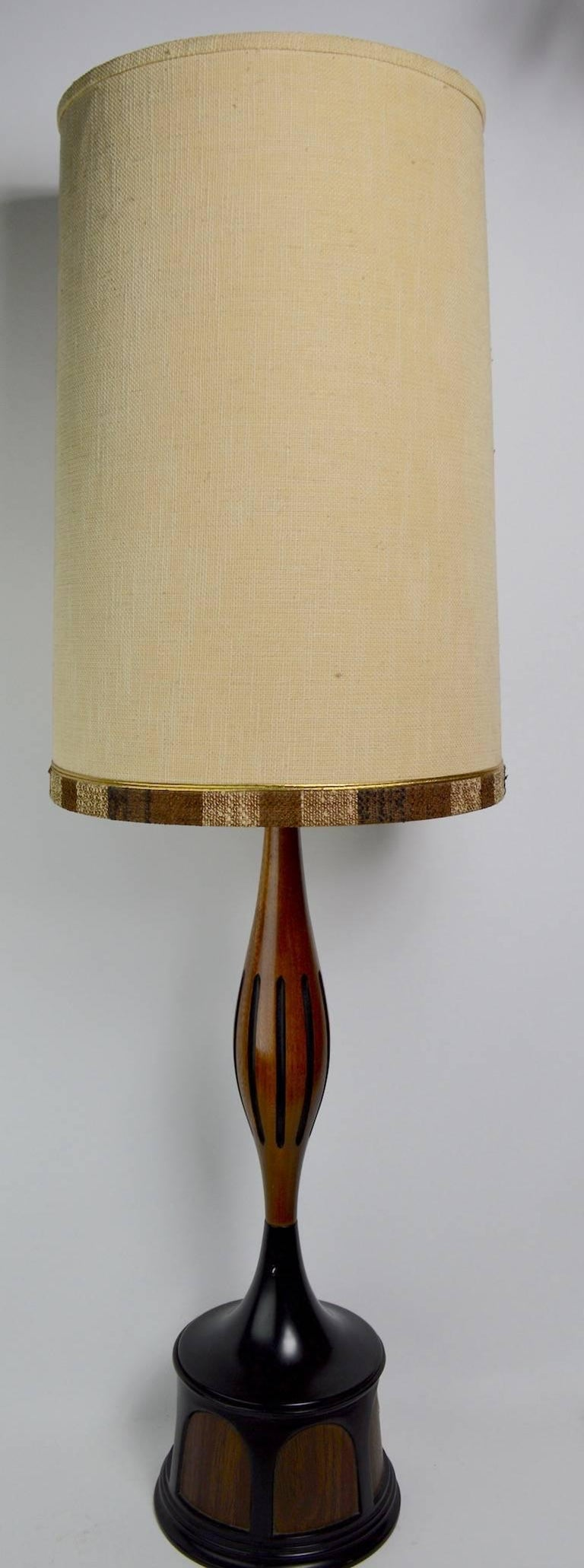 Mid Century Lamp by Laurel For Sale 3