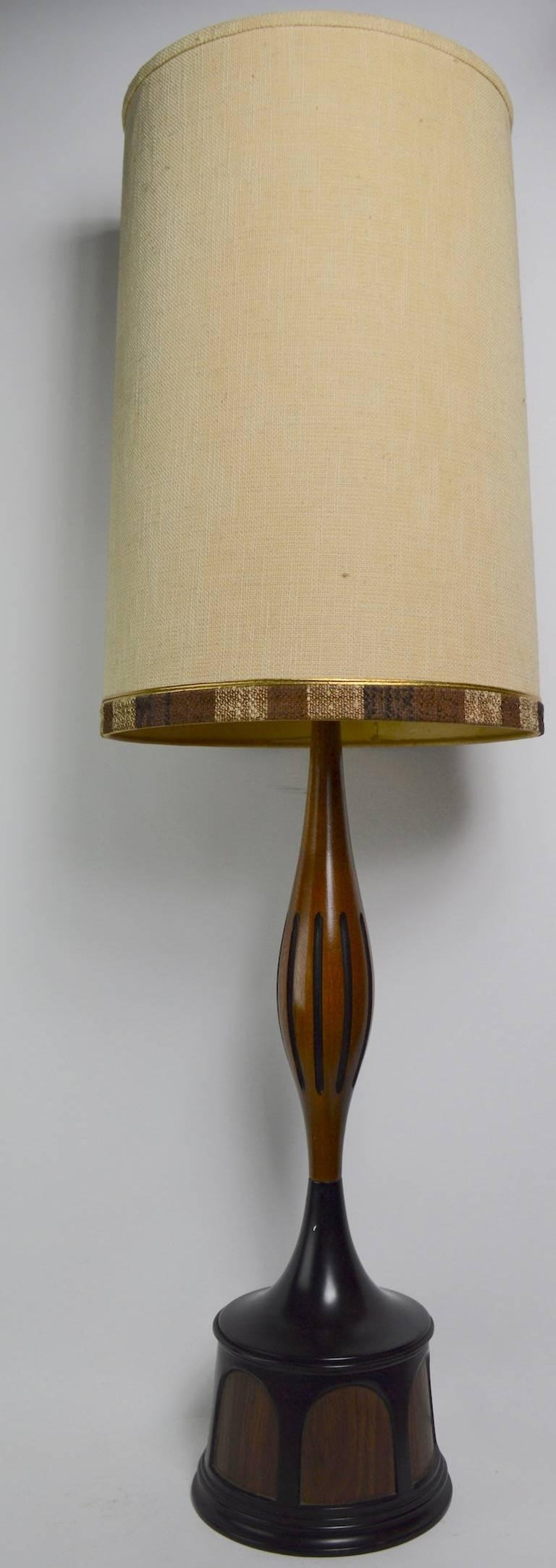 Mid Century Lamp by Laurel For Sale 4