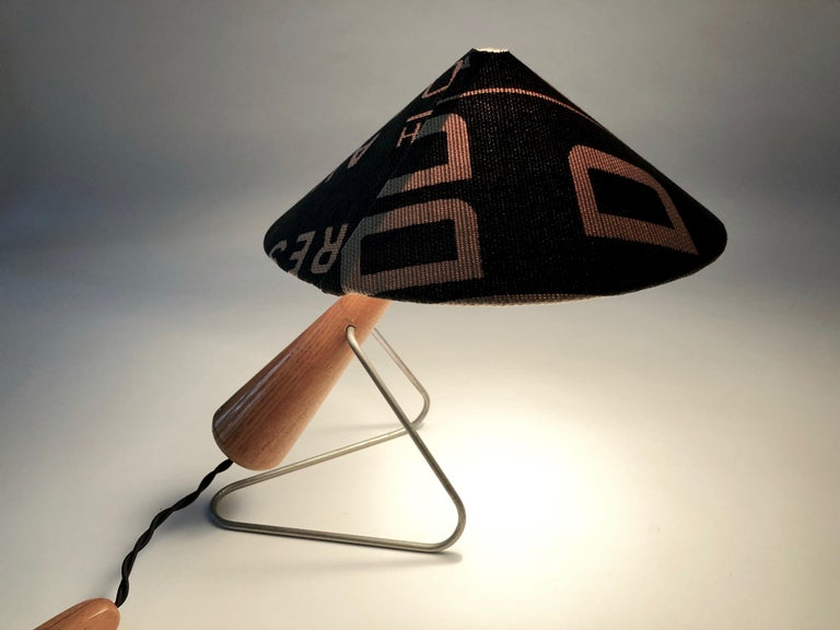 Midcentury Lamp with Shade in Martin Andrew Linen For Sale 6
