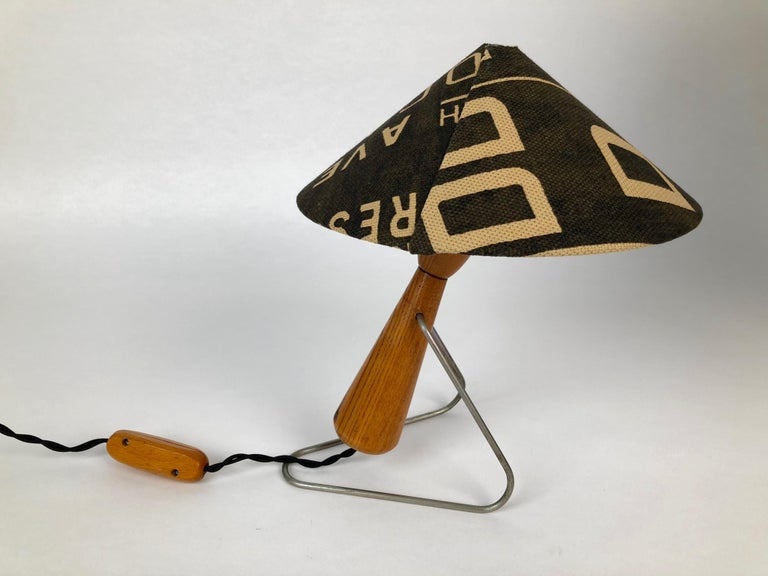 Mid-Century Modern Midcentury Lamp with Shade in Martin Andrew Linen For Sale