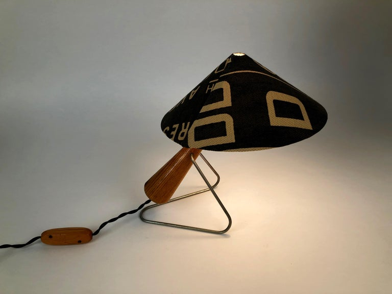 Midcentury Lamp with Shade in Martin Andrew Linen For Sale 1