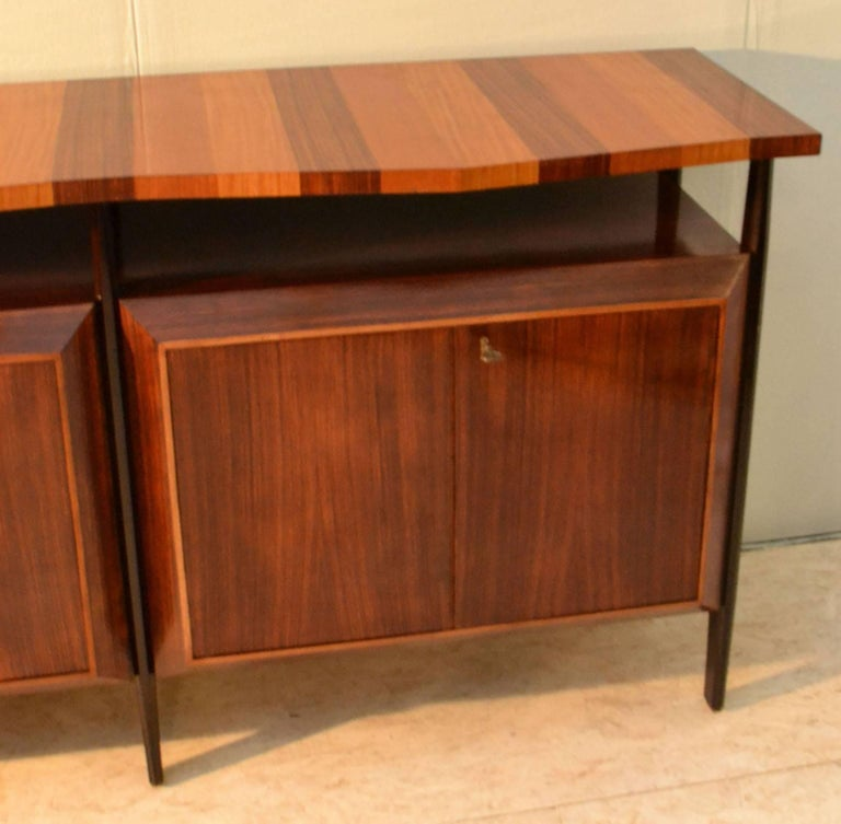 Midcentury Large Italian Credenza in Three Sections Indian Cherry and Rosewood In Excellent Condition For Sale In London, GB