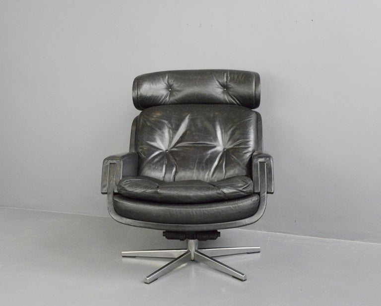 Midcentury lounge chair by Kurt Hvitsjö for Isku, circa 1960s  - Button back black leather - Reclining and swivel - Designed by Kurt Hvitsjö - Produced by Isku, Lahti - Finnish, 1960s - Measures: 77cm wide x 75cm deep x 95cm tall x 46cm seat