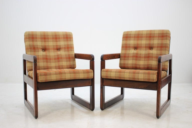 - Made of oakwood
