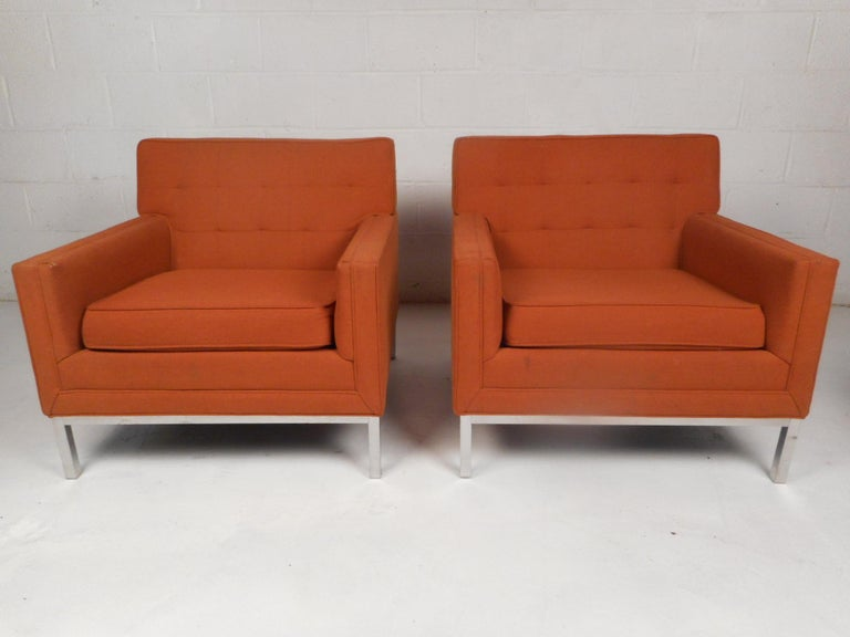 Stylish pair of midcentury lounge chairs in the style of Knoll. Spacious seating area and a comfortably sloped backrest. Sleek chrome base support makes these chairs very sturdy. Classic midcentury design sure to impress in any home, business, or